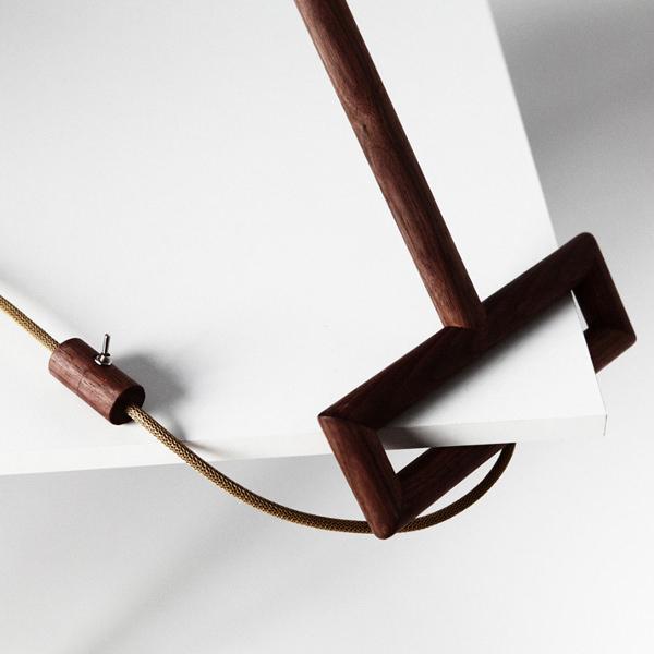Ugol-une-lampe-un-coin-par-Yaroslav-Misonzhnikov-design-light-milan-blog-espritdesign-7